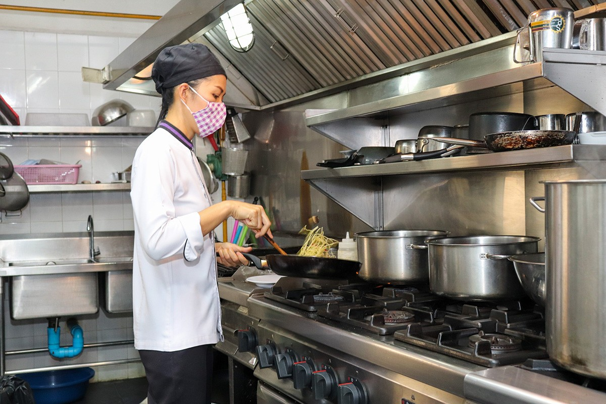 Chef Phonchan Thong Dee - 001